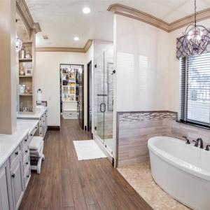Master Bathroom00012