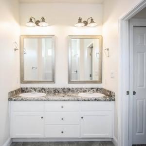Master Bathroom00018