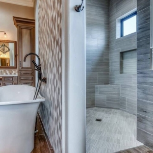 Master Bathroom00021